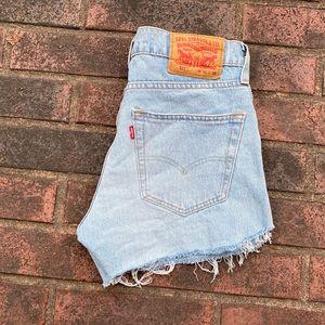 Levi's cutoff jean shorts size 29